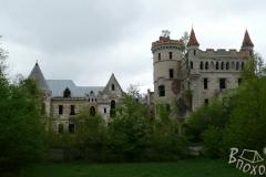 Замок Храповицкого летом